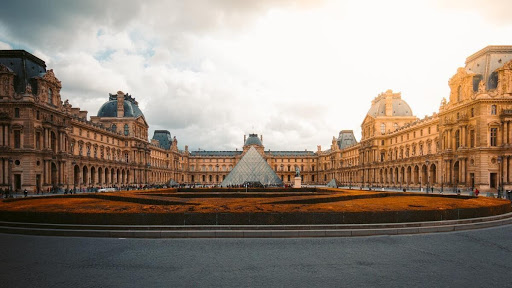O Maior museu do mundo Louvre